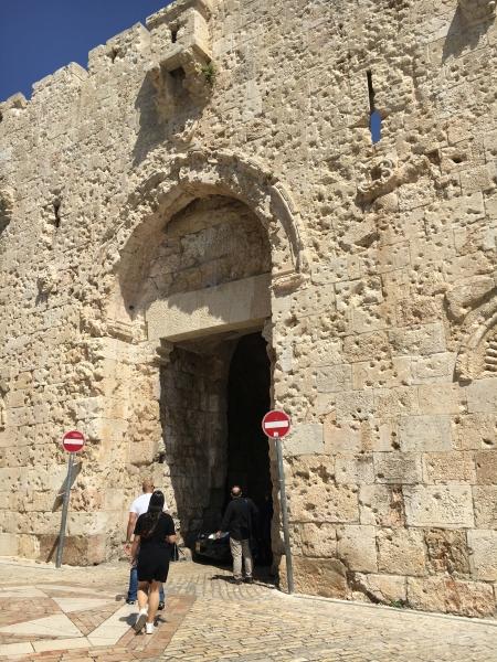 Durch das Dungtor, auch Misttor genannt, gelangt man in die Altstadt von