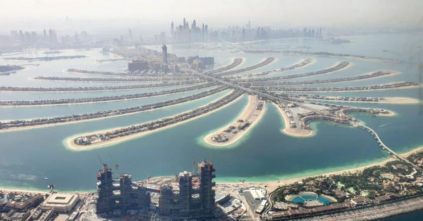 Dubai The Palm von oben - im Vordergrund die Baustelle des neuen Royal Atlantis