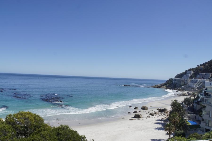 Häuser an einem Strand von Kapstadt
