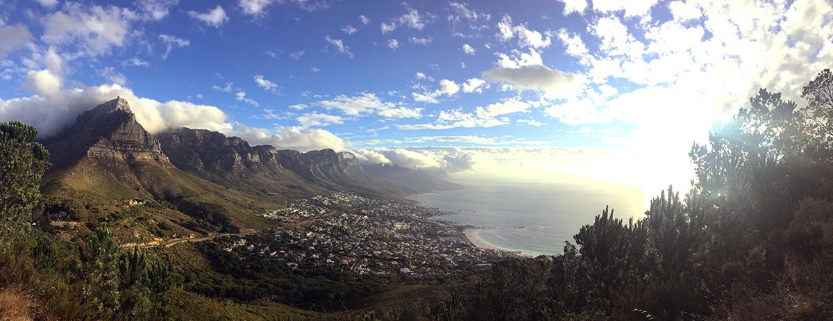 Ein wunderschönes Panoramabild mit Blick vom Lions Head